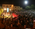 People gather for the final concert - we had a birdseye view_8055
