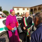 The Bishop of Mantova arrives and is met by the Mayor